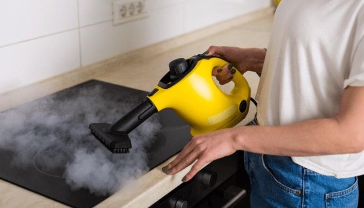 Comment nettoyer sa plaque de cuisson à la vapeur ?