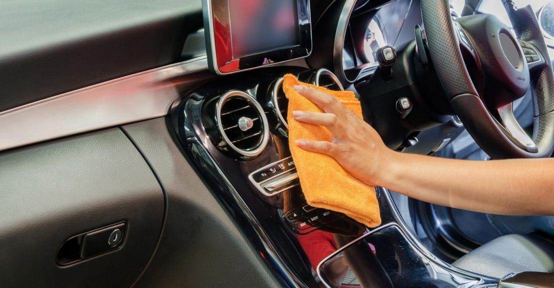 Comment nettoyer l'intérieur de sa voiture à la vapeur ?